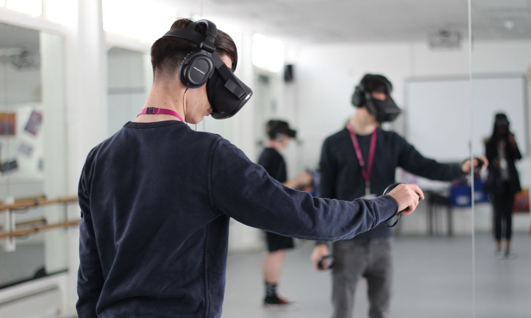 a-media-student-virtual-reality-headset