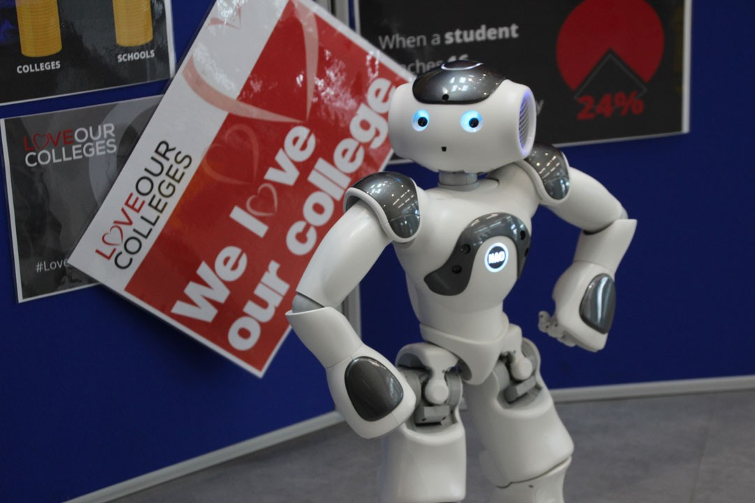Love-Our-Colleges-Nao-Robot