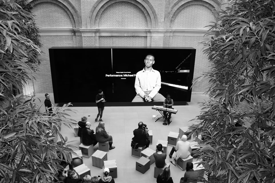 Michael_Fuller_Apple_Store_Music_Performance2_2019WEB.jpg
